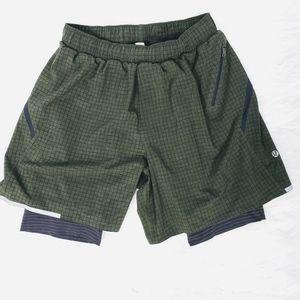 Lululemon women's size Med shorts